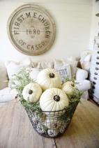 Fall-Decorating-Ideas-White-Pumpkins-14-1-Kindesign